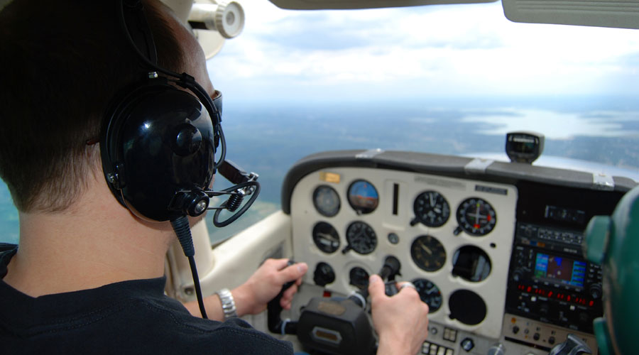 How to choose the right flying school.